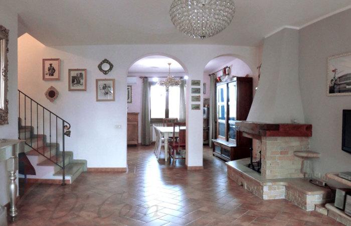 Villa 120 mq in vendita a Cascina, zona Pettori