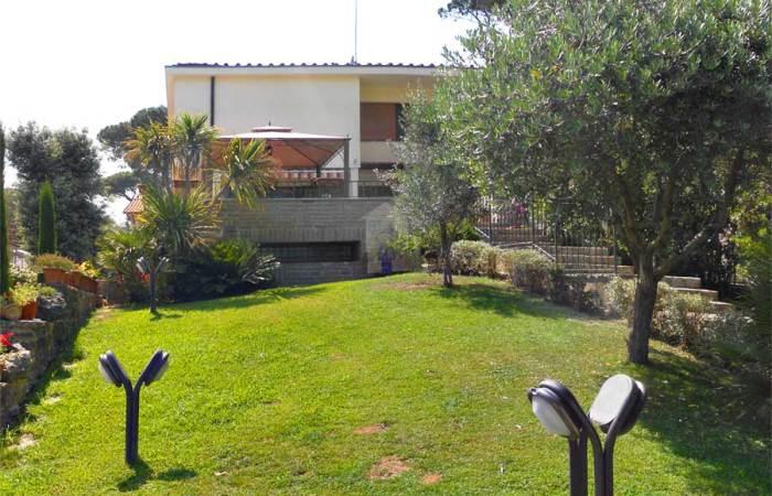 Villa bifamiliare di 200 mq in vendita a Tirrenia