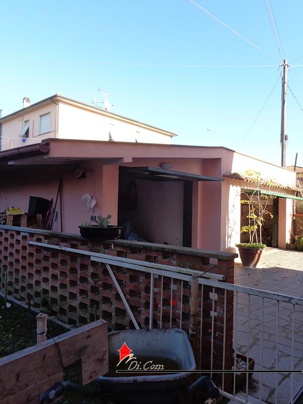 Villa singola in vendita migliarino con giardino e garage for Piani di garage in vendita