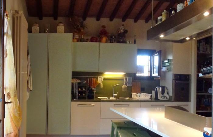 cucina-rustico-casale-in-vendita-san-giorgio-cascina