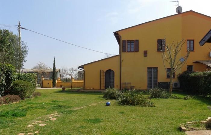 Rustico ristrutturato in vendita San Giorgio di Cascina 210mq con giardino