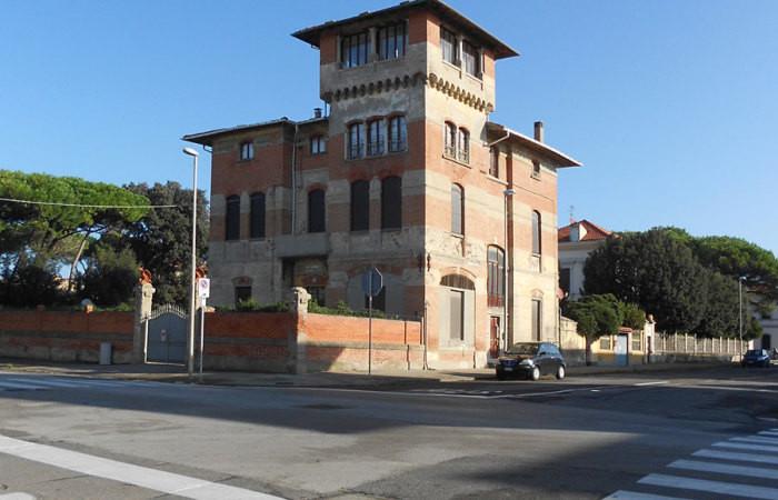 Vendita Appartamento vista mare a Marina di Pisa in palazzo storico con torretta panoramica