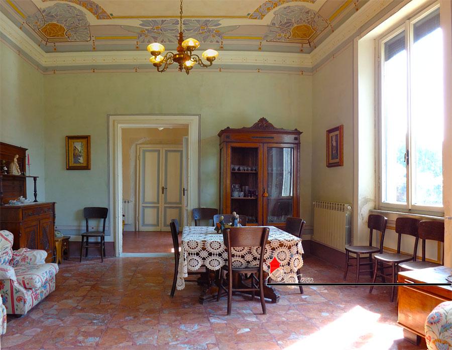 Vendita villa liberty con dependance e affreschi a marina for Casa in stile vittoriano in vendita