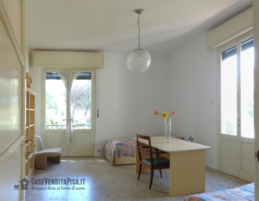 Villa bifamiliare con giardino in vendita a tirrenia for Planimetrie con stanze segrete