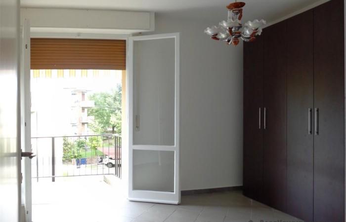 camera-con-balcone-dell'appartamento