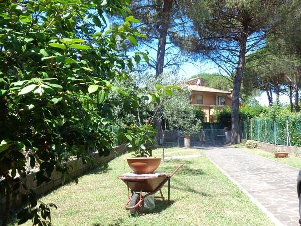 giardino-sul-fronte-del-terratetto-in-barbaricina