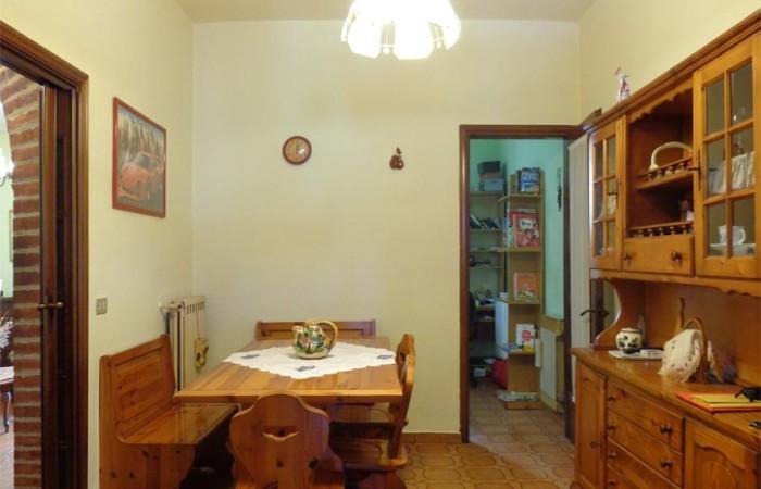 sala-pranzo-con-ulteriore-stanza-del-terratetto