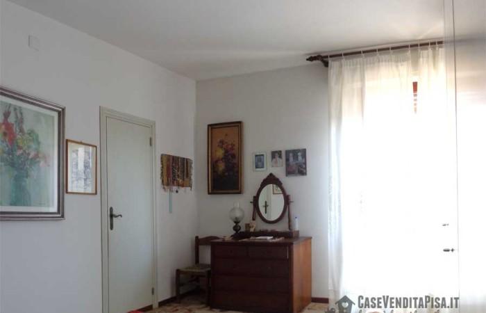camera-matrimoniale-con-balcone-e-bagno-2