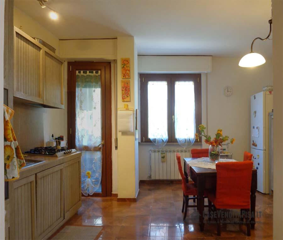 Appartamento ristrutturato in vendita a pisa zona landi - Cucina balcone condominio ...