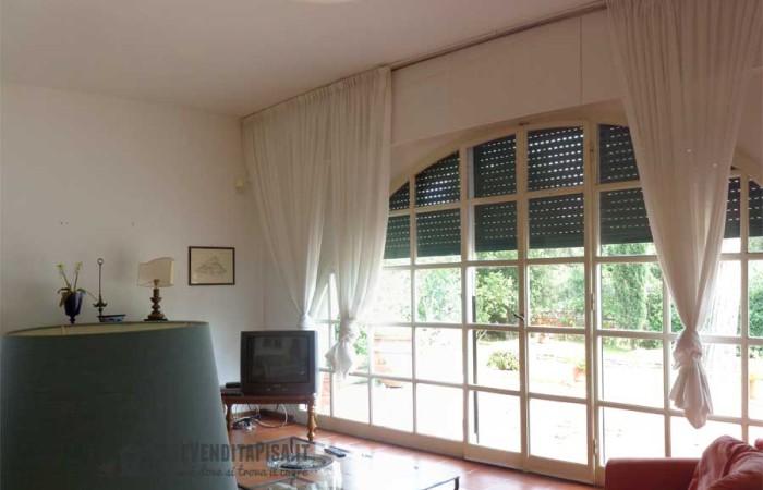 soggiorno-finestrato-villa-tirrenia