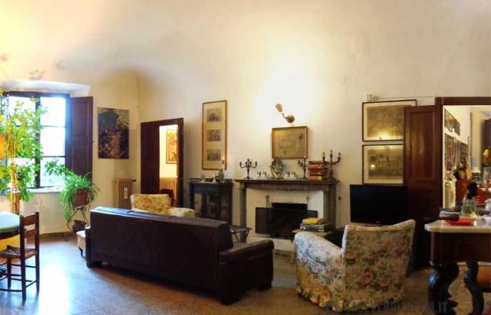 Piazza Santa Caterina Pisa – Grande Appartamento in Vendita con molti affacci sulla piazza