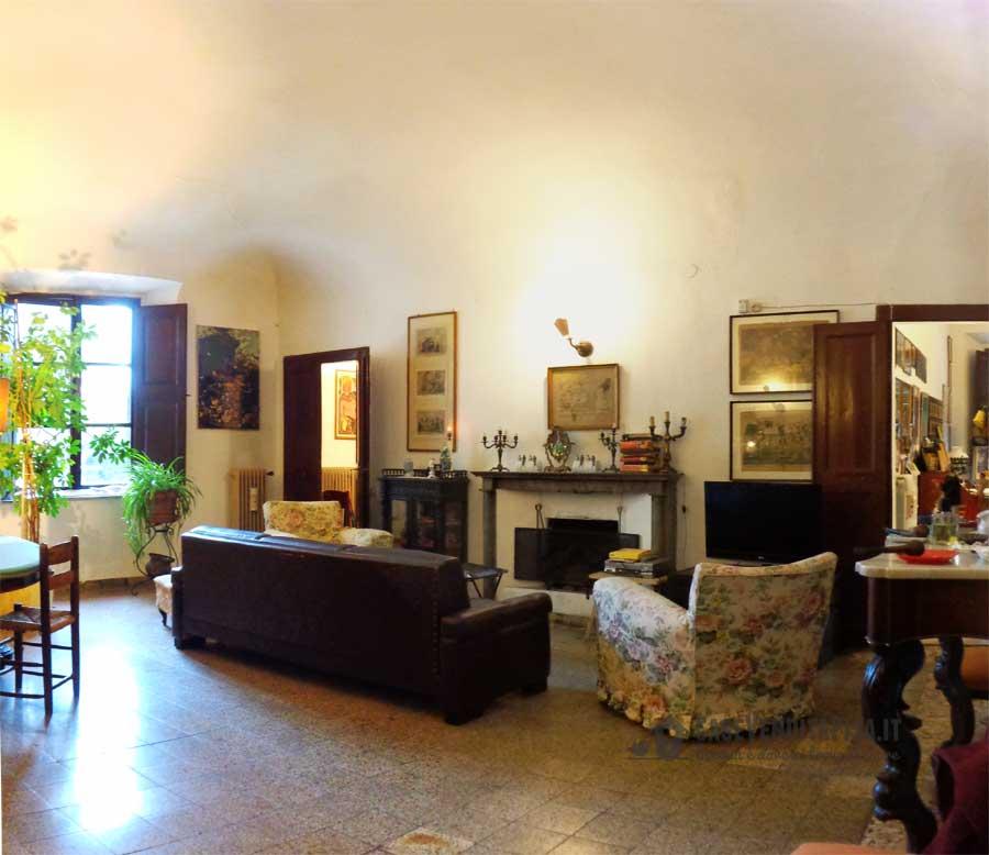 Piazza santa caterina pisa grande appartamento in vendita - Posto con molti specchi ...