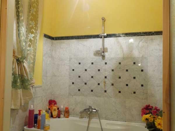 bagno-con-finestra-dell'appartamento-lungarno