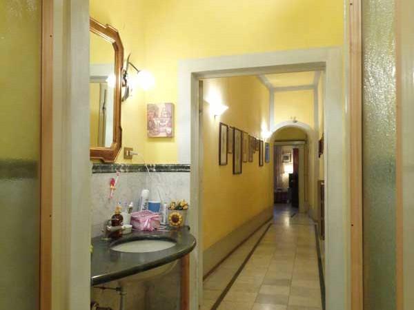 bagno-vista-corridoio-dell'appartamento