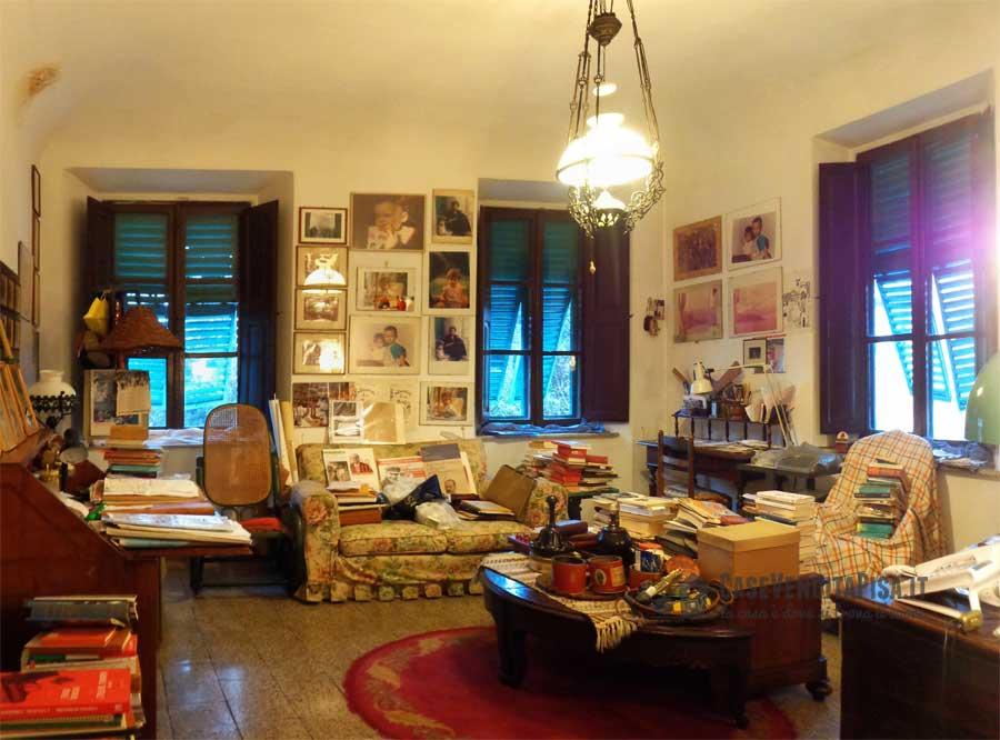 Piazza santa caterina pisa grande appartamento in vendita for Piani di casa con grandi verande sul retro