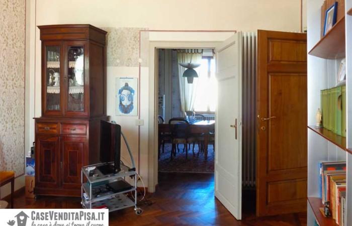 soggiorno-primo-piano-con-accesso-alla-cucina