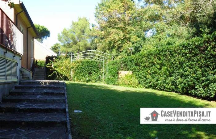 giardino-sul-retro-della-villa