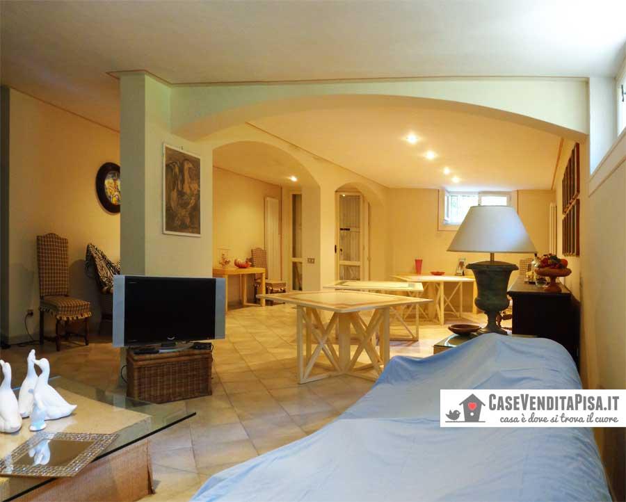 Villa singola in vendita a tirrenia con giardino e garage for Planimetrie seminterrato 2000 piedi quadrati