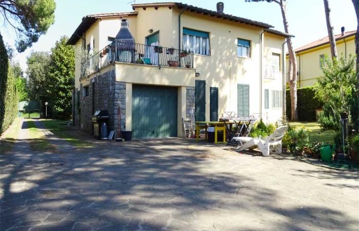 giardino-sul-retro-della-villa-a-tirrenia