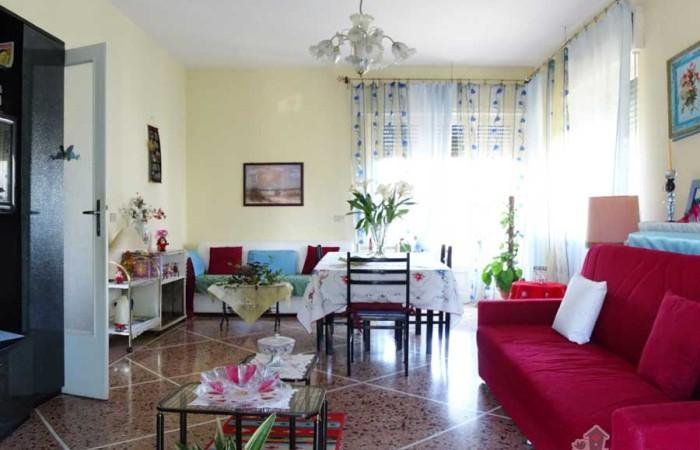 soggiorno-villa-tirrenia