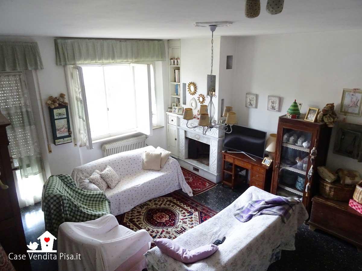 Villetta a schiera in vendita a Tirrenia con giardino e terrazza solarium