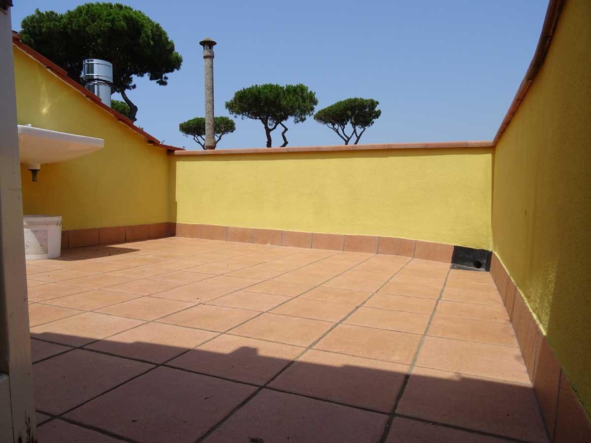 Villetta A Schiera In Vendita A Tirrenia Con Giardino E Solarium