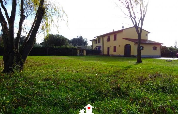 Rustico ristrutturato con parco in vendita a Metato – San Giuliano Terme