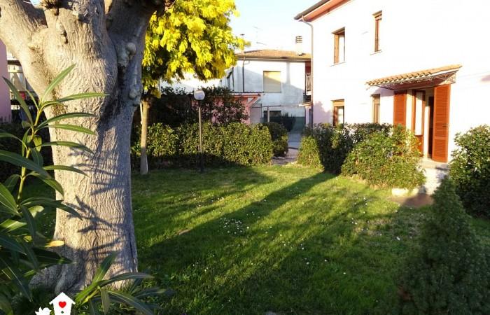 Villa singola divisa in due appartamento in vendita a Gello, San Giuliano Terme, Pisa