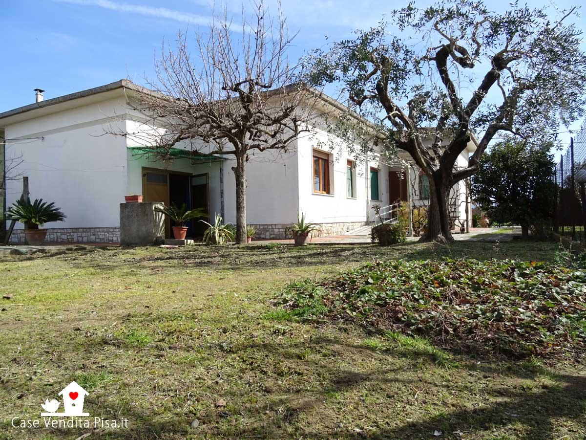 Villa singola con giardino e garage in vendita a Gello, San Giuliano terme
