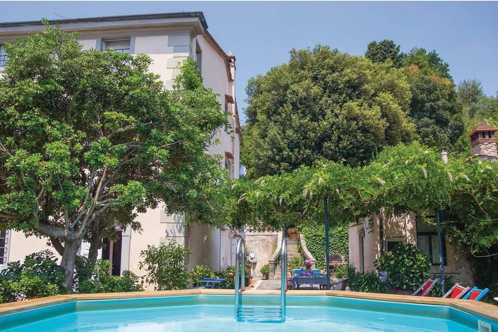 Vendita Villa d'epoca in posizione laterale e con giardino a Filettole