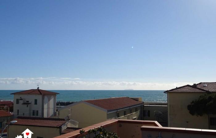 Vendita Appartamento con grande terrazza vivibile vista mare