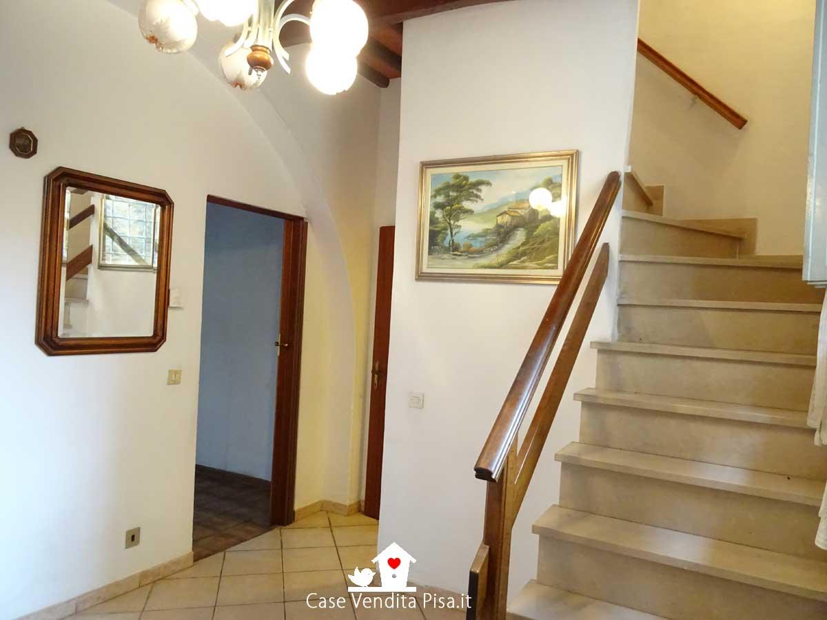 Terratetto 4 vani con giardino e annessi in vendita a Pugnano