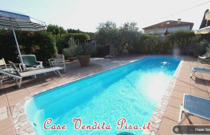 villa-in-vendita-a-lucca-con-giardino-e-piscina-santa-maria-a-colle