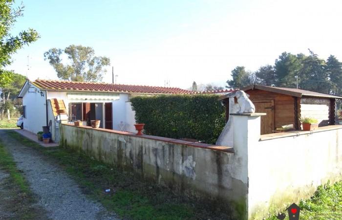 Bilocale indipendente con giardino in vendita a San Giuliano Terme, Pisa
