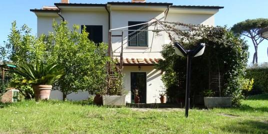 vendita-piano-terra-di-villa-duplex-con-giardino-a-tirrenia