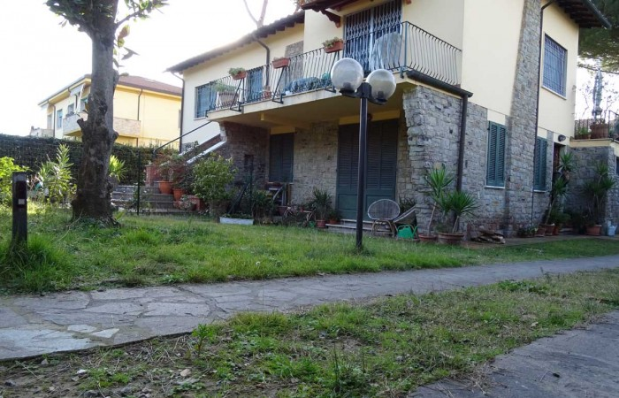 villa con giardino in vendita tirrenia pisa