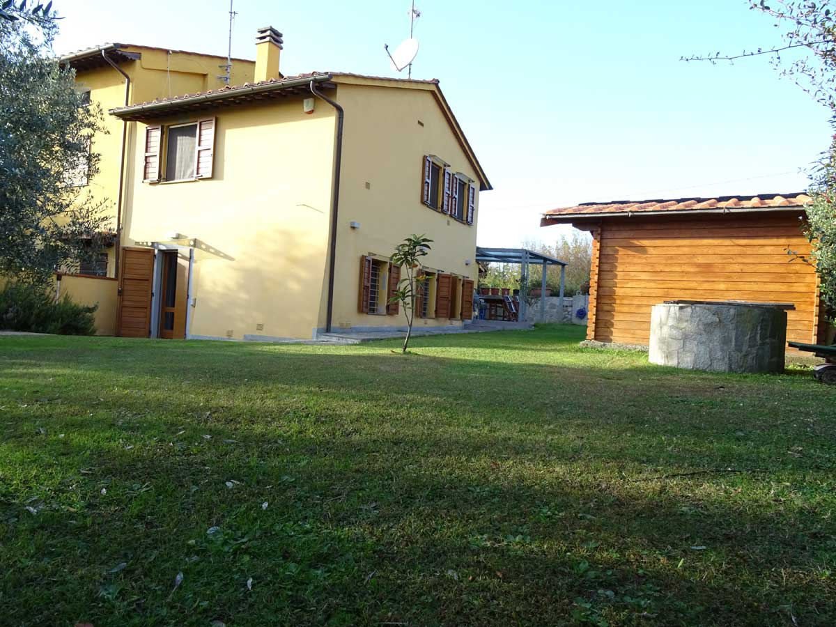 Terratetto angolare con ampio giardino in vendita a Pugnano – San Giuliano Terme
